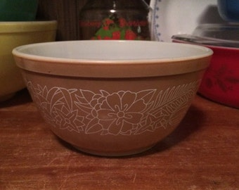 ON SALE Pyrex Woodland 402 Mixing Bowl