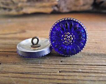 18mm Blue Daisy Button Czech Glass BC-106,blue daisy button. blue glass button, cobalt blue button, blue flower button, bright blue button,