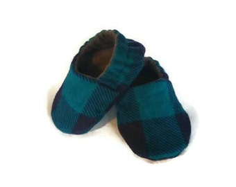 Plaid baby booties, gender neutral baby shoes, lumberjack crib shoes, newborn baby slippers, boho baby shoes, unisex baby shower gift