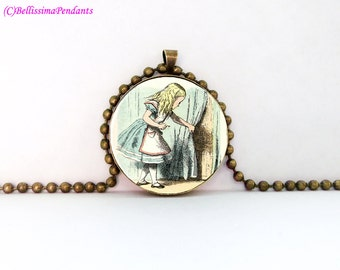 Alice in Wonderland, John Tenniel, 1 in. 25.4 mm necklace