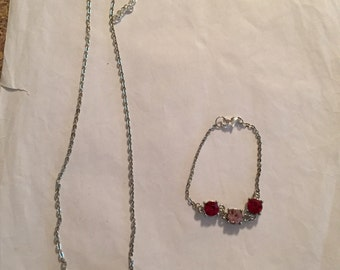 Pretty Necklace/Bracelet Set!