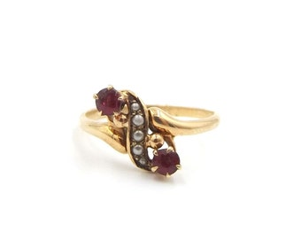 Victorian 10ct Gold Garnet And Seed Pearl Ring | UK size M 1/2 - US size 6 1/2 | Antique 10k Ring