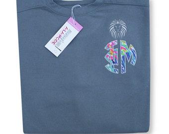 Phi Mu Greek Letter Circle Applique Crew Neck Comfort Color Sweatshirt w/ Silver Lion Granite Size Medium