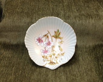 Floral Shell Dish, Italian Shell Dish, Hand Painted Porcelain Shell Dish w Gold Trim, Ribbed Shell Dish, Made in Italy
