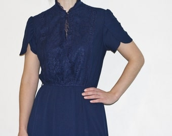 Vintage 1950s navy blue dress with lace detail