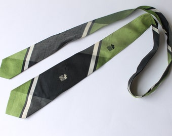 Nice 1950s tie in green and black by Kleinhans, Buffalo