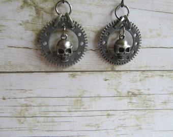 Skull Earrings,Skull Jewelry,Steampunk Earrings, Halloween Earrings,Pewter Skull Earrings, Silver Skull Earrings, Steampunk Jewelry, Gifts