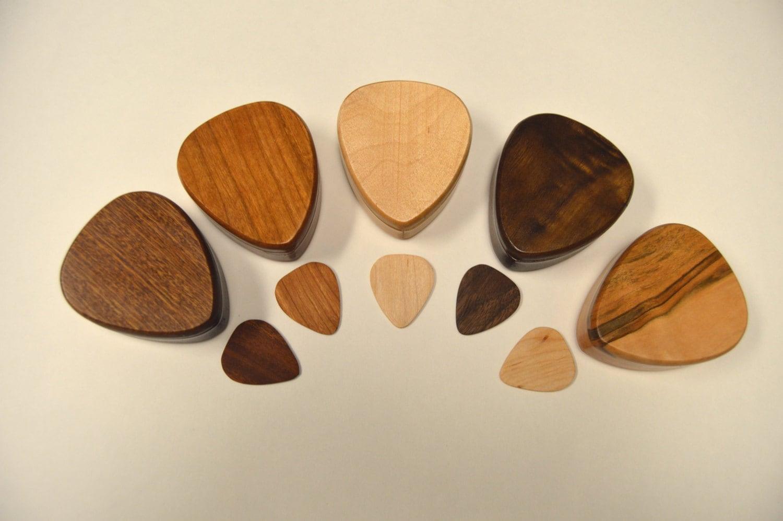 handmade premium wood guitar picks boxguitar pick storage. Black Bedroom Furniture Sets. Home Design Ideas