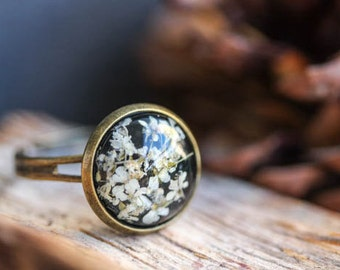 Real flower ring. Bronze vintage ring. resin Ring with real dried flower. real  white Flower, adjustable ring