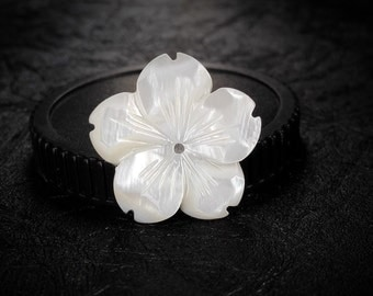 2pcs 20mm White natural mother of pearl Flower shell beads, Flower shaped shell beads, MOP charm, Natural shell charm, central hole