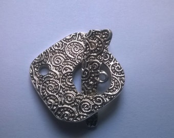 Clasp silver patterned on both sides