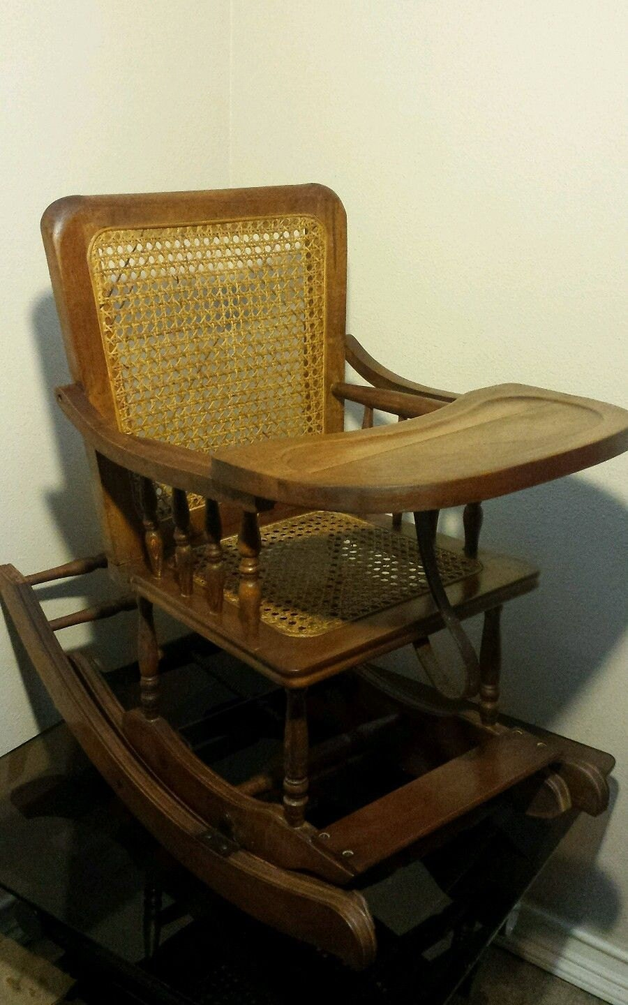 Antique adjustable high chair -  Zoom