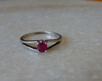 AAA QUALITY beautiful ring is made in natural khambadi ruby in 925 sterling silver for women