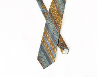 Vintage Tie / 1960's 1970's Tie / Geometric Tie / Striped Neck Tie / Wide Tie