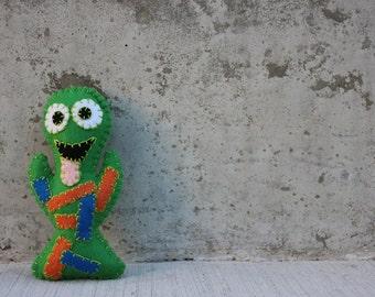Zuggle Alien Monster Plushie in green