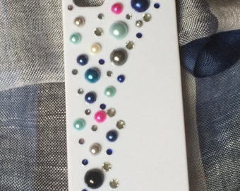 White iphone case with pearls and rhinestones. cute and elegant case. Chic and cheap gift, for girls. handmade.Kawaii style