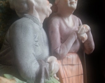 Italian Cappe inspired Two women, chatting from the market. Ceramic, painted.