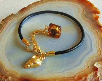 Leather bracelet, amber bracelet, leather jewelry, amber jewelry, baltic amber, natural amber, genuine amber, charm bracelet, leather, amber