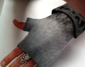 Felt fingerless gloves, mittens