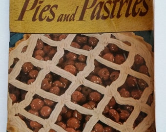 Vintage 1940s Cookbook - 250 Superb Pies and Pastries