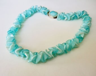 Vintage 1960s Swirly Blue Necklace - Wavy Atomic Plastic Lucite Ruffled Bead necklace
