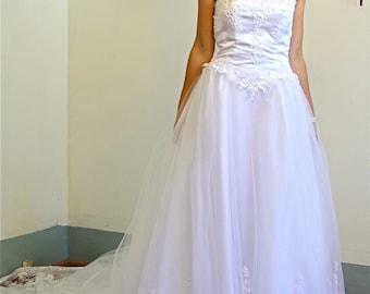 Vintage Strapless Princess Ball Gown White Tulle Wedding Dress 7 Layer Full Skirt Ballerina Netting Lace Pearl Beading Long Sheer Train