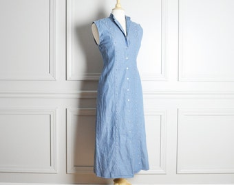 SALE / Dress Shift / Denim Light Blue Chambray Studded / Long Sleeveless Snap Front / Mod Chic / 90s Vintage / Medium M