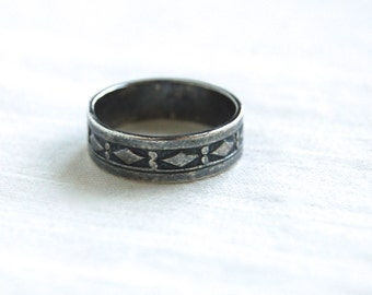 Sterling Silver Diamond Ring Band Size 7 .75 Vintage Southwestern Geometric Band