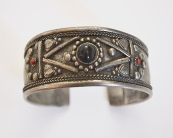 Vintage Silver Plated Cuff Bracelet, Onyx and Red Gemstones, Rope Design, Navajo Jewelry, Tribal, Southwestern, Geometric