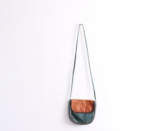Simple Leather 90s Crossbody Bag