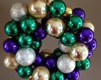 "Glass Ornaments Wreath - 16"""