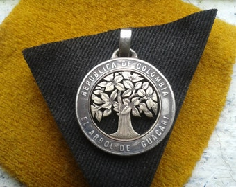 guacari tree,coin colombia,gift ideas,colombia,chevere,cut coin,tree of life,chevere,cut coin,necklace,emblematic tree,renovatiodesign,HMRg