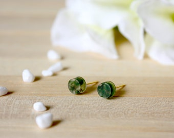 Resin / earring / green / Real Moss, Stud, Resin Earring, Real Flower Jewelry, Dried Flower, Cool Jewelry, Plant earring, Gift for her