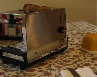 Vintage 1960s Sears Kenmore Toaster