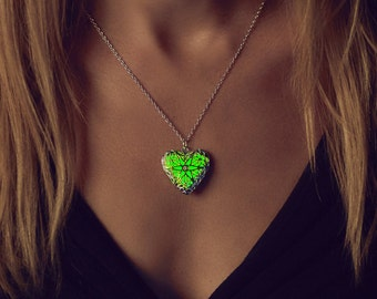 Green Glowing Necklace - Emerald Green - Sister - Glowing Jewelry - Glowing Pendant - Emerald - Gifts for Her - Glow Necklace