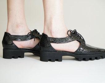 Black pointy flats, Flat platform oxfords, Women shoes, Black shoes, Shiny shoes, Leather shoes, Platform shoes, Pointy shoes, Cut out shoes