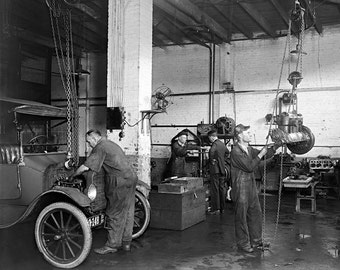 Auto Repair Shop, 1920. Vintage Photo Digital Download. Black & White Photograph. Cars, Mechanic, Garage, 1920s, 20s, Historical.