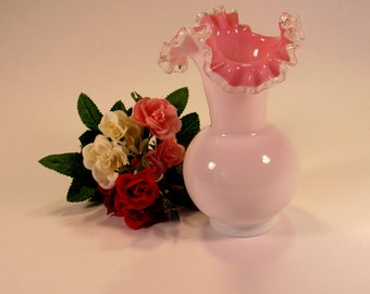 """Beautiful Vintage  6 1/2""""  Tall  Fenton 1940's  Peach Crest  Vase with  Ruffled Rim.   This pretty vase is in EXCELLENT VINTAGE CONDITION."""