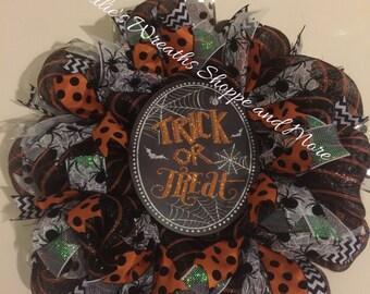 Halloween Wreath, Trick or Treat Wreath, Halloween deco mesh wreath, Halloween door hsnger
