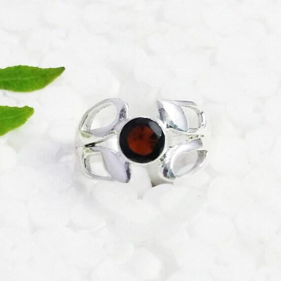 beautiful garnet gemstone ring birthstone ring 925