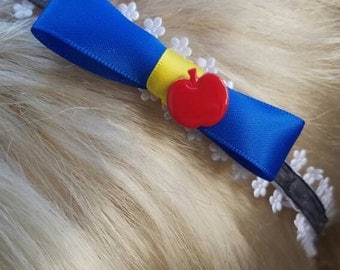 Head band with an apple and the signature colors of snow white