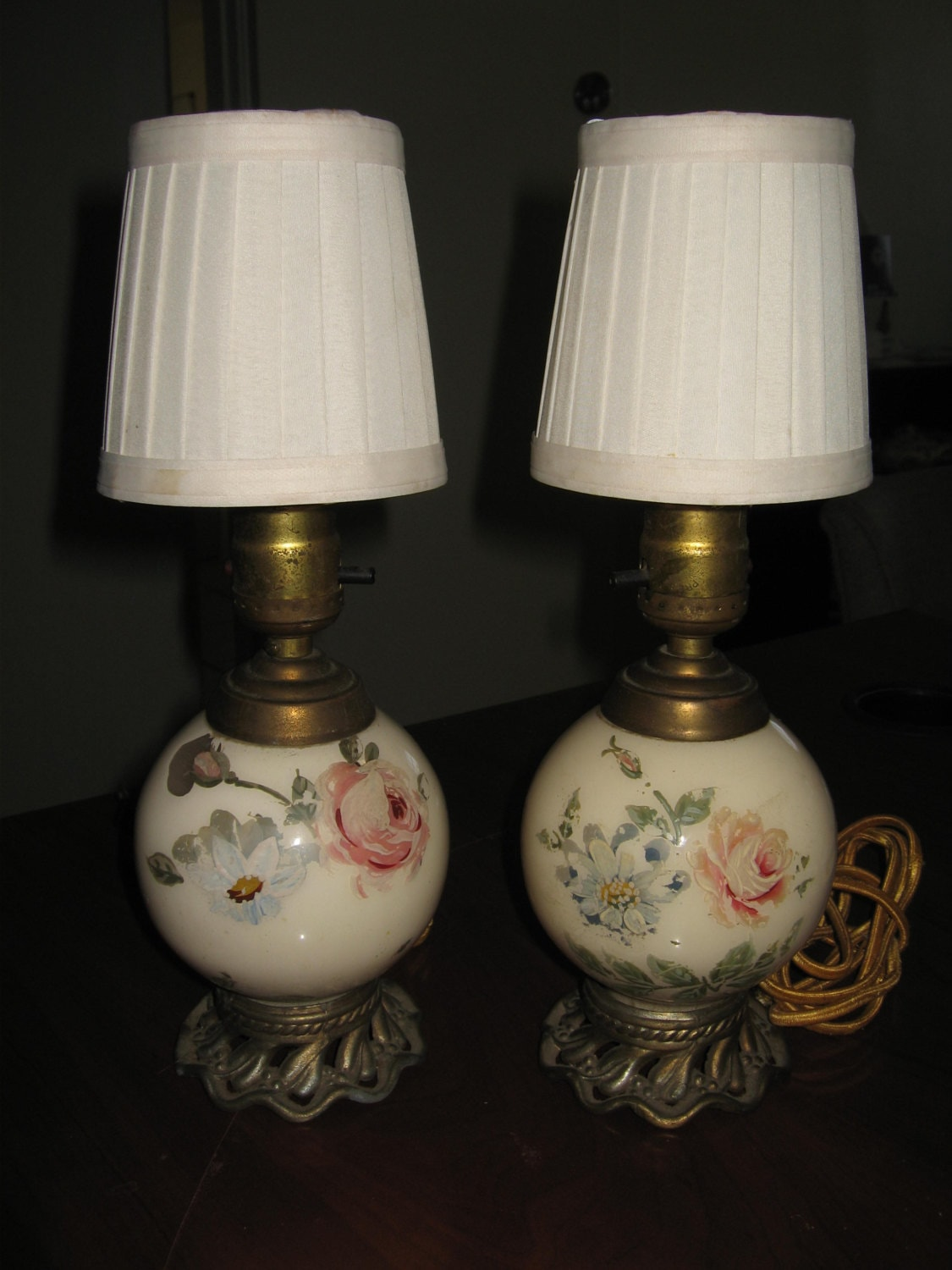 two 1920s boudoir lamps shabby chic hand painted roses. Black Bedroom Furniture Sets. Home Design Ideas