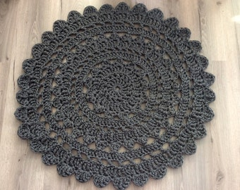 Handmade crochet rug dolly, 80 cm diameter, grey - handgemaakt, gehaakt vloerkleed, kant kleed, stoer vloerkleed zpagetti