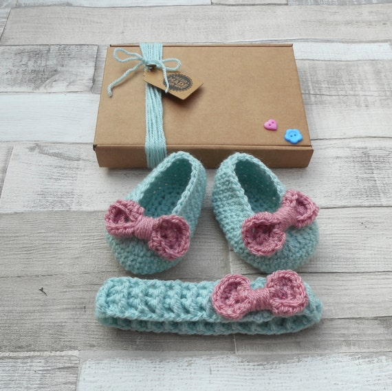 crochet booties, baby booties, infant shoes, newborn gift, duck egg blue gift set, baby shower, crocheted booties, bow shoes,baby girl