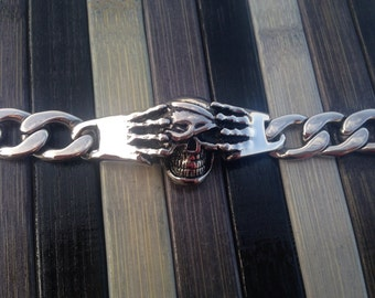 Skull chain bracelet with steel hands