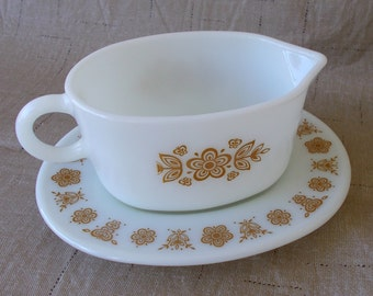 Vintage Pyrex Gravy Boat With Under Plate, Butterfly Gold Pattern