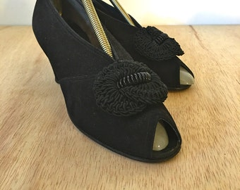 Vintage 1930s /40's Black Suede Coward Shoes Peep toe Pinup Girl Pumps