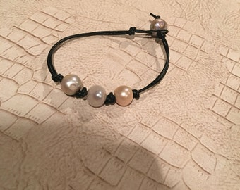Fresh water triple pearl leather Bracelet