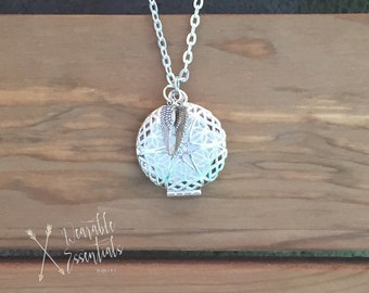 Essential Oil Diffuser Necklace with Wings, 27mm Silver