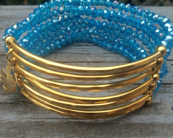 Light Blue Beaded Bracelet Set with gold plated connectors - Pulsera Semanario color azul claro con conectores de chapa de oro